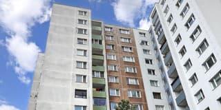Žena zoskočila z 11. poschodia bytového domu v Petržalke.