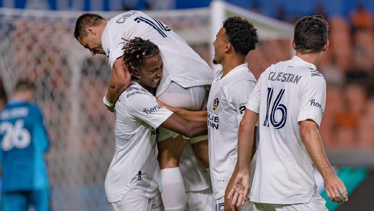 Hráči LA Galaxy oslavujú